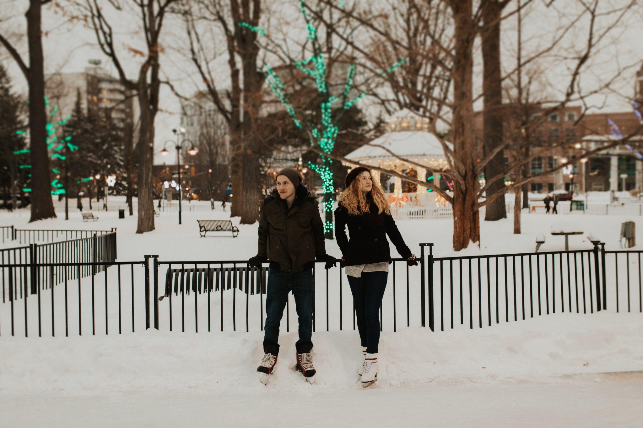outdoor winter engagement photos