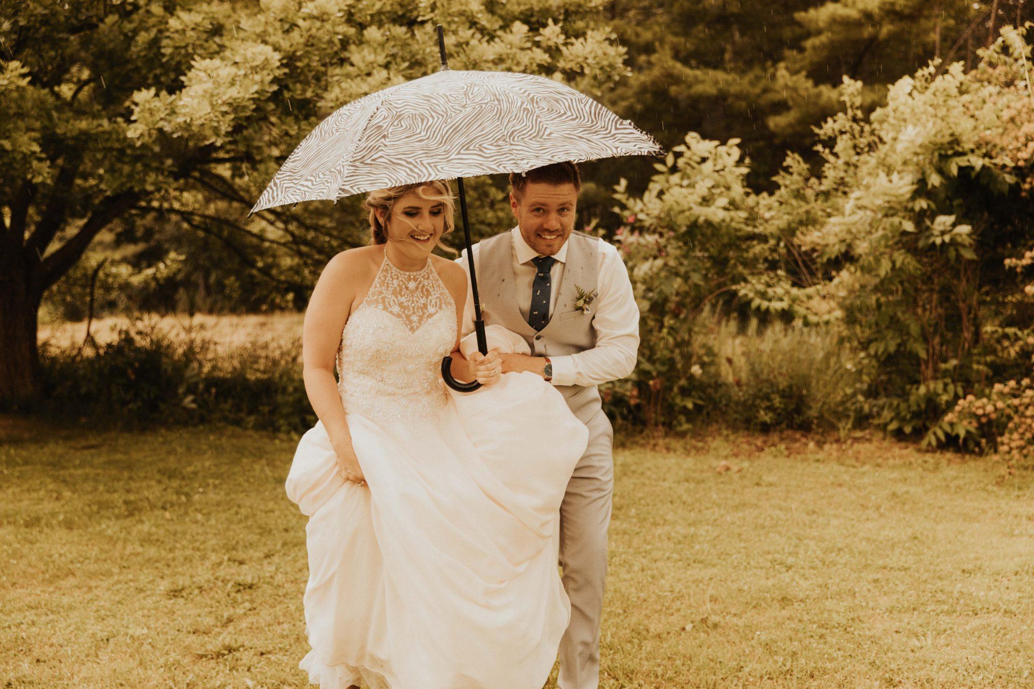 wedding photos with umbrella